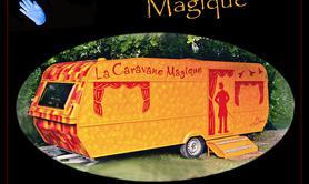 Compagnie A Deux Mains - La Caravane Magique / spectacle de lumière noire