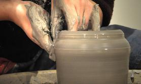 Stage poterie, fondamentaux du tournage potier, en Finistère .
