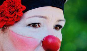 Cie Les Fileurs de Rêves - Glou - Solo pour un clown et son cor des alpes