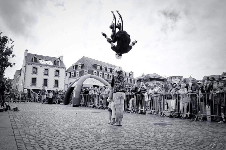 Echassier acrobatique, 8 spectacles - ECHASSIERS: SPECTACLE ACROBATIQUE, AVATARS, ROBOTS LEDS, ...