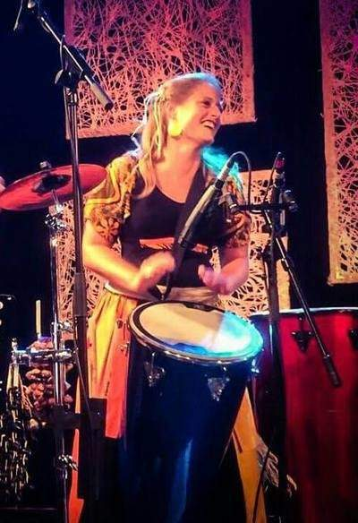 Femme percussionniste Isabelle GUIDON