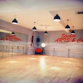 Studio de danse cherche professeurs et  loue créneaux