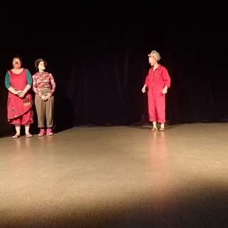 Emma Ould Aoudia - Atelier de clown théâtre Paris