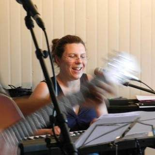 Elise Schmitt - donne cours de piano - composition