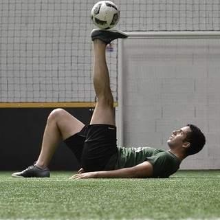 Abdel freestyle - UNIQUE ! Des cours de Freestyle football !