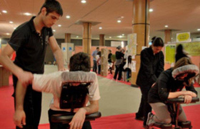 Stage de formation au massage évènementiel Amma Assis