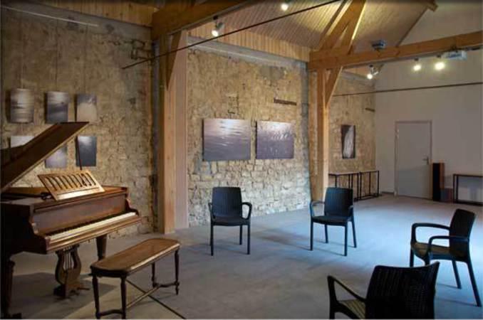 salle de r p tition avec piano ancien beuvrequen 62250. Black Bedroom Furniture Sets. Home Design Ideas