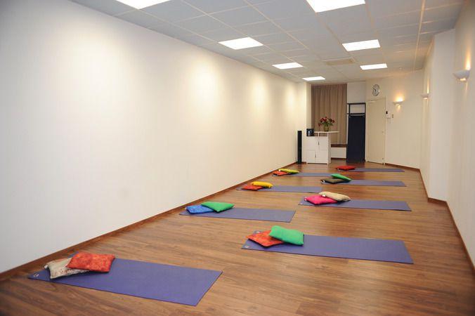 salle de yoga relaxation m ditation marseille 01 13001. Black Bedroom Furniture Sets. Home Design Ideas