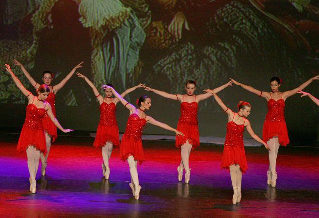 Galat e ecole de danse classique comedie musicale barre for Cours danse classique barre