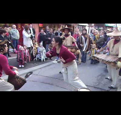 KELEMANI - balafon - chant - djembé et danse en déambulation