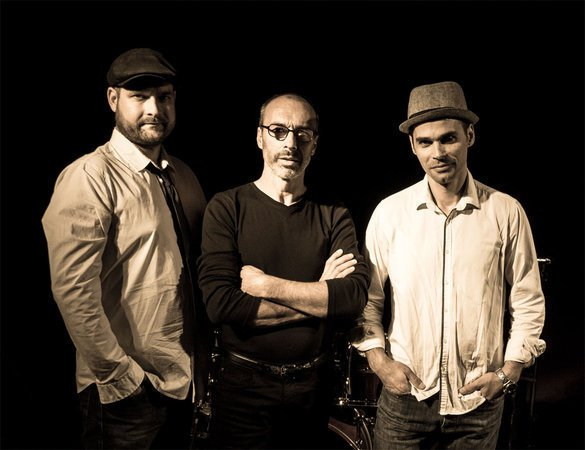 ON STAGE - groupe de musique pop, folk, rock, groove propose animation