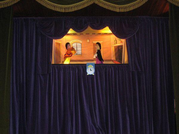 Rech Castelet theatre de marionette.