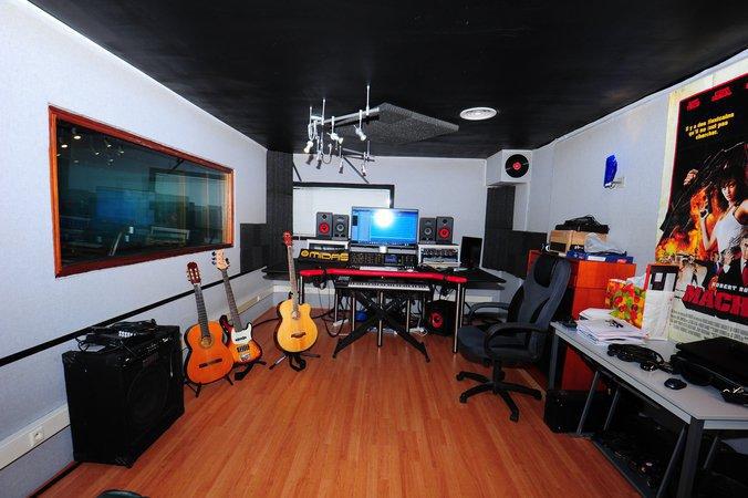 Studio d 39 enregistrement recherche ing nieur du son pour for Recherche studio