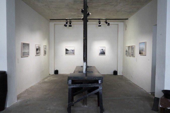 Galerie dans un espace industriel