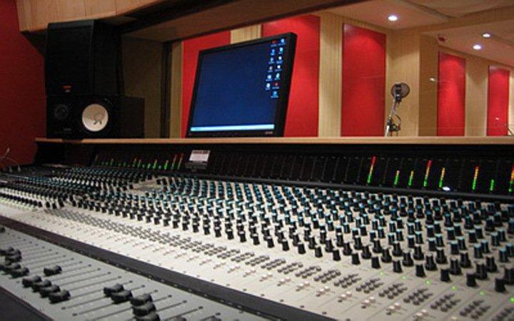Acouzik studio enregistrement mixage et mastering - Table de mixage studio d enregistrement ...