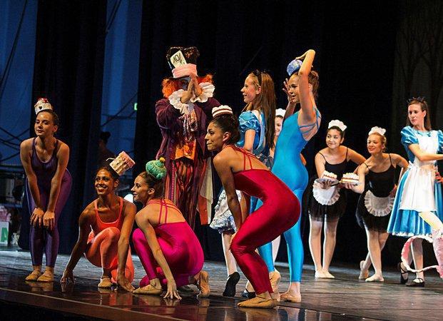Cours de danse classique meyzieu 69330 for Cours danse classique barre