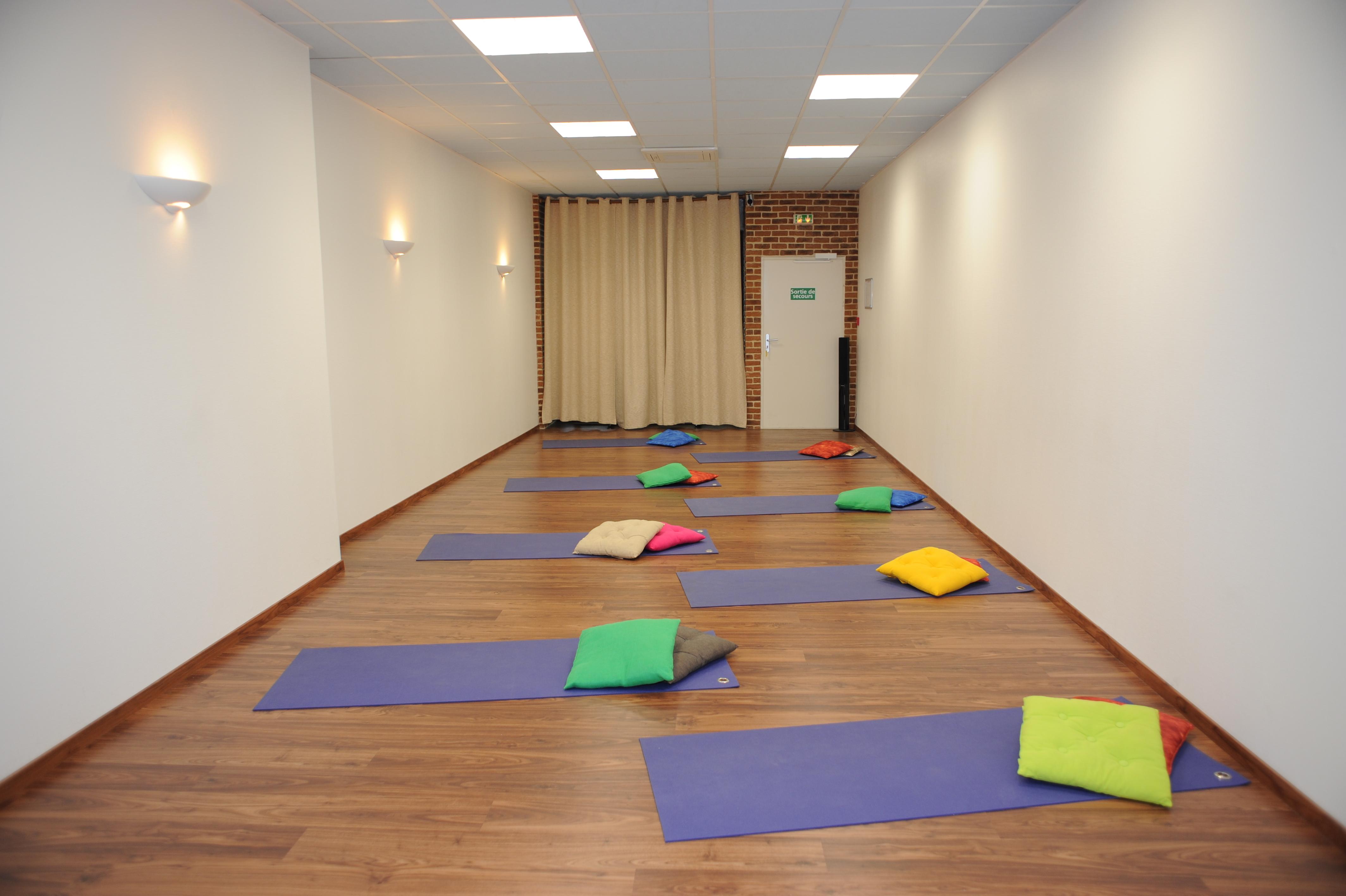 Salle de yoga relaxation m ditation marseille 01 13001 for Salle de relaxation