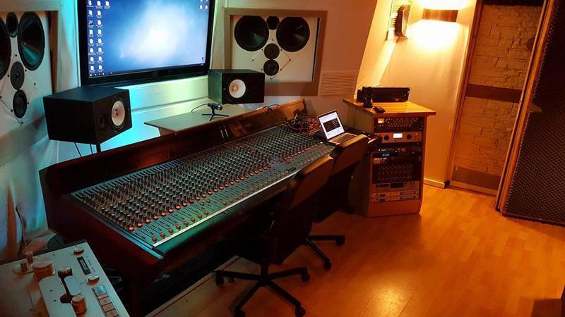 Location studio d 39 enregistrement noisy le grand 93160 - Meuble de studio d enregistrement ...