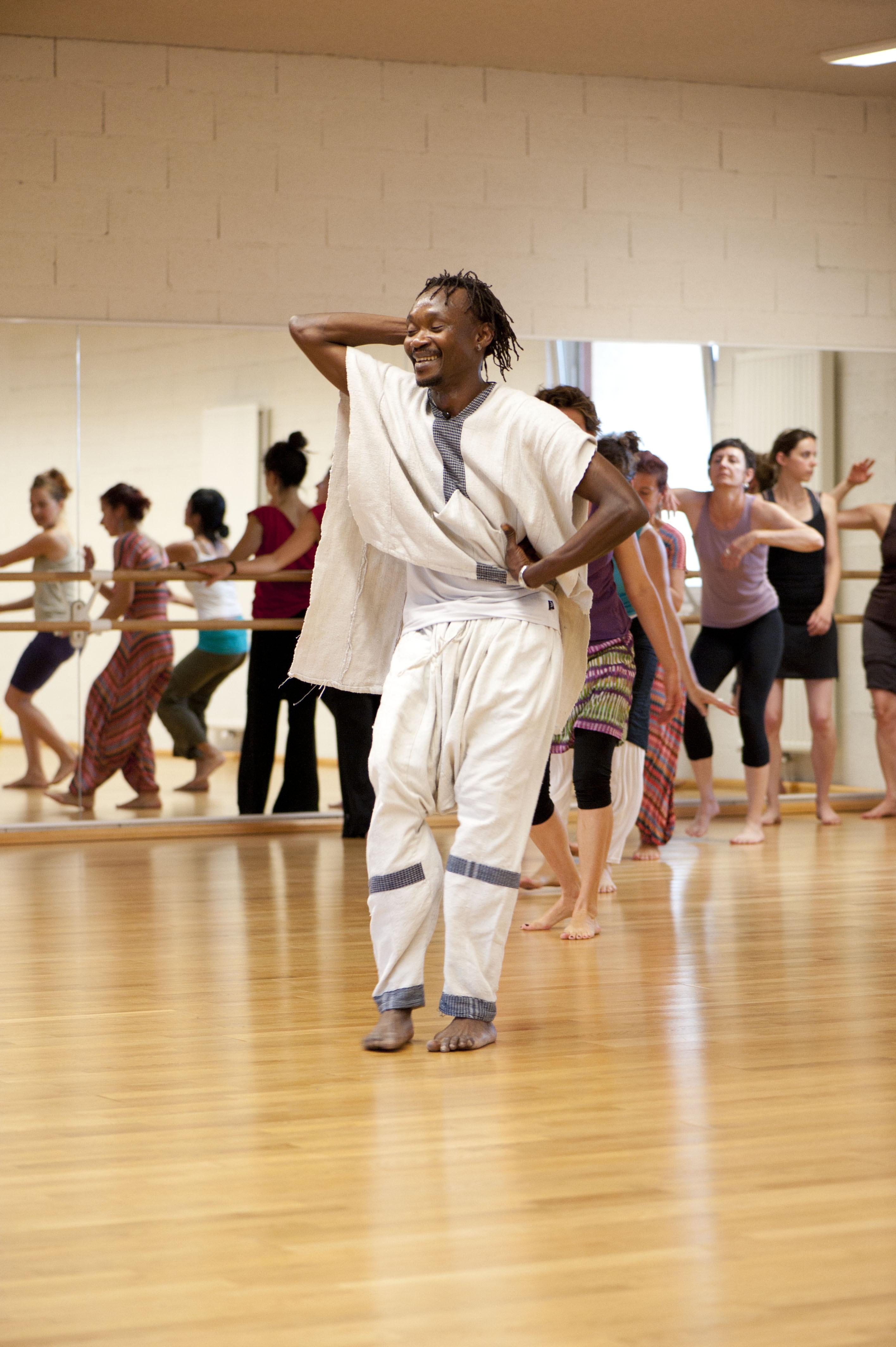 Stage de danses africaines avec mo se kourouma - La table des saveurs villeneuve les avignon ...
