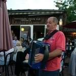 Chanteur ou accordéoniste remplacement