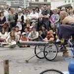 """Crapaud Théâtre - """"Peach"""" - spectacle de rue"""